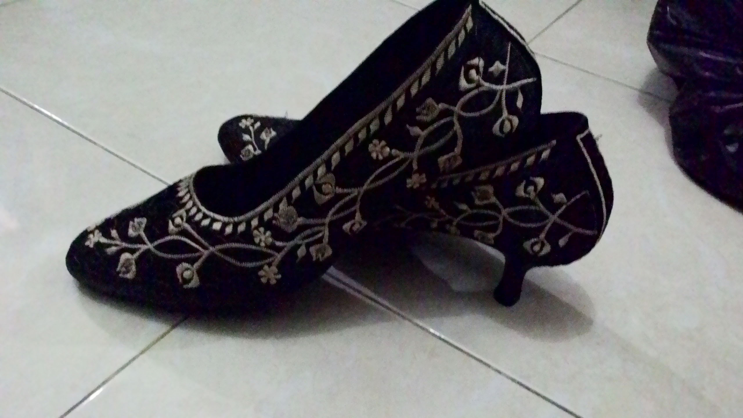 Jual Sepatu Bordir Bunga Rambat, Sepatu Bordir Bangil Murah