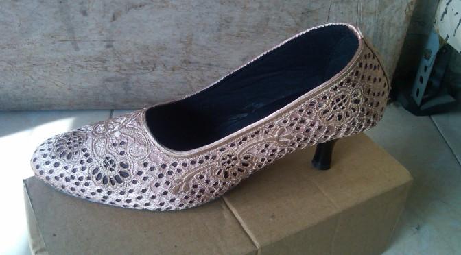 Jual Sepatu Bordir Heels Krawang Cream 2afaefbed6